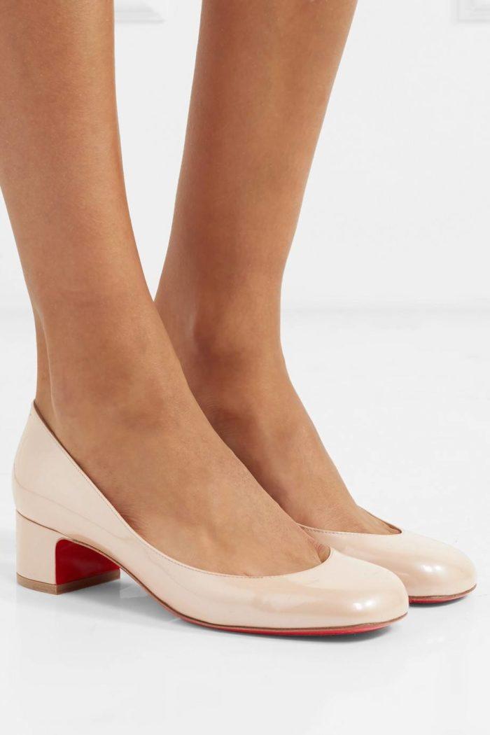 лабутены: бежевые туфли на низком каблуке