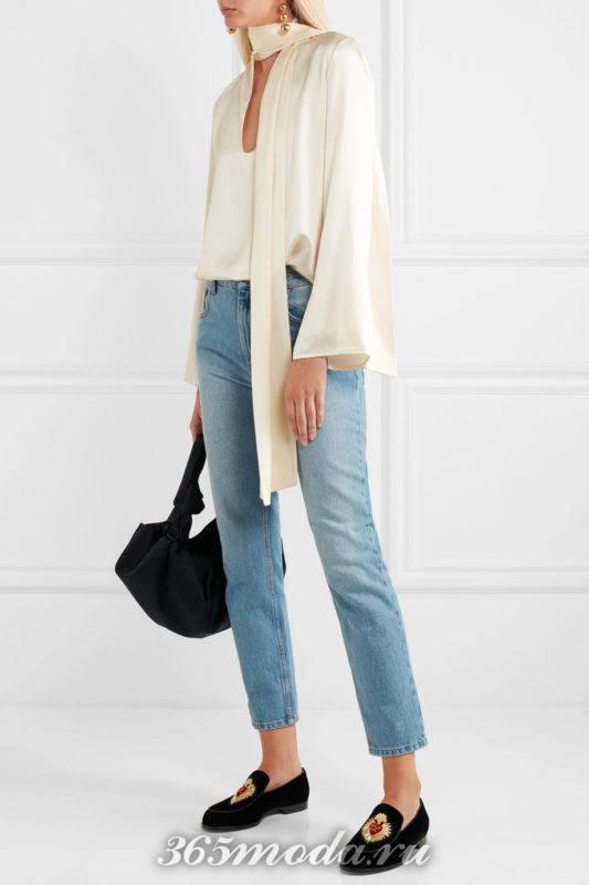 лабутены на низком ходу с джинсами и блузой