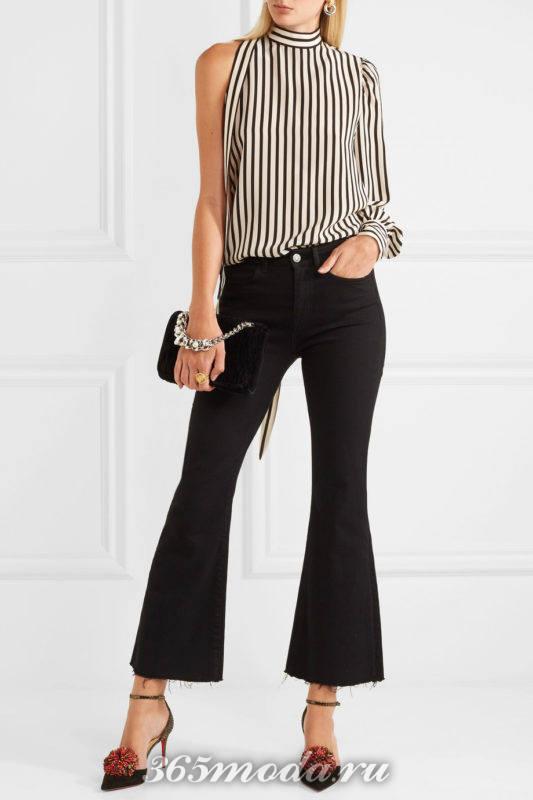 лабутены с декором с джинсами клеш и блузой в полоску