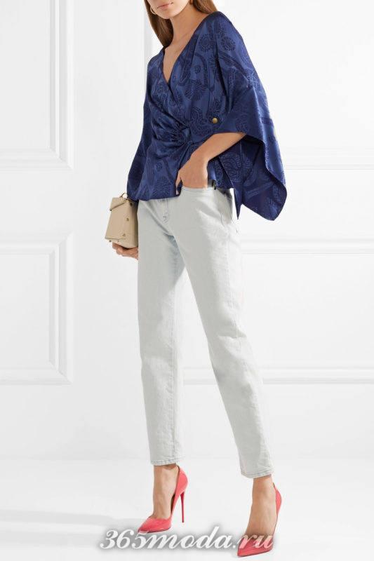 коралловые лабутены с джинсами и блузой