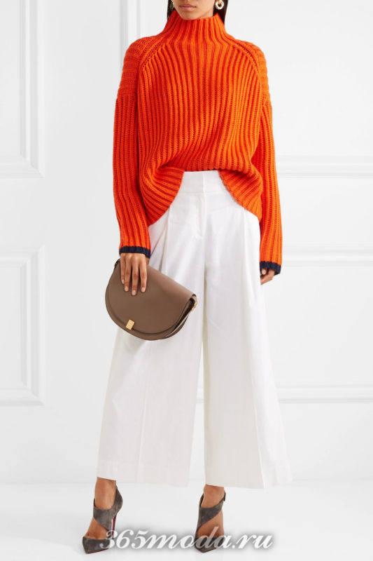 серые лабутены с брюками кюлотами и свитером