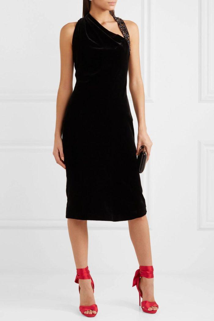 красные лабутены с черным платьем футляр