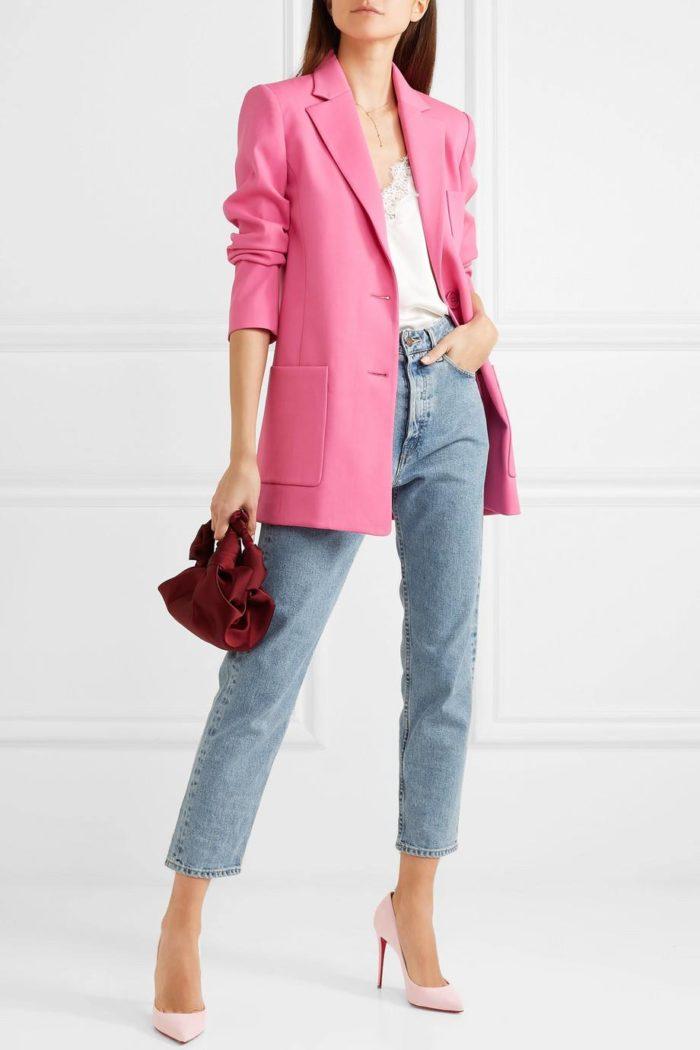 розовые лабутены с джинсами и пиджаком
