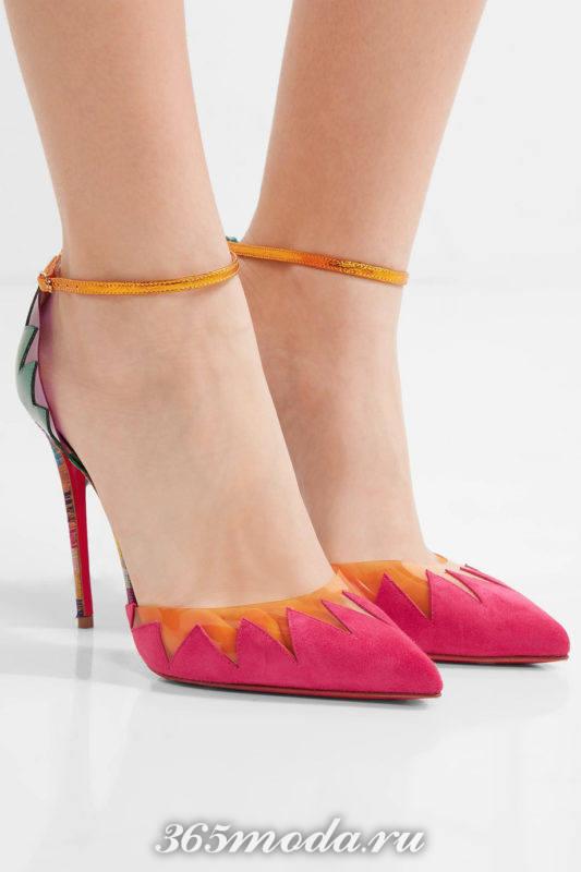 розовые туфли с декором на шпильке