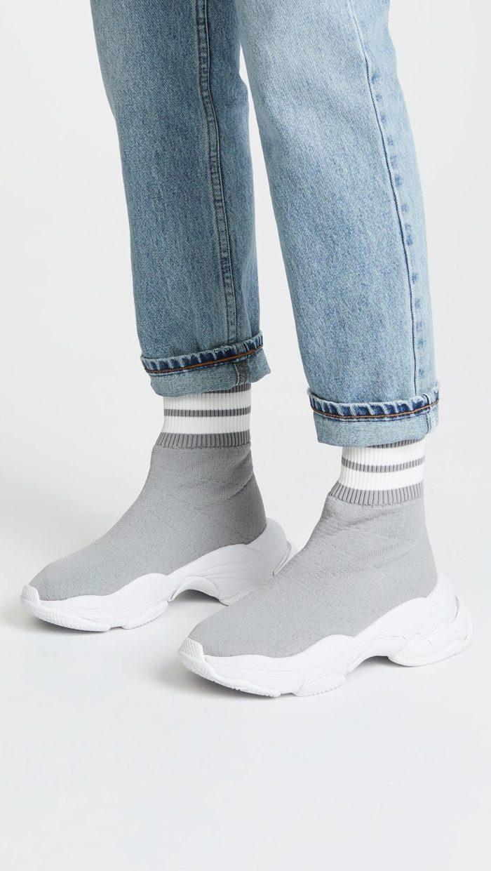 модная обувь весна лето 2021: высокие серые кроссовки