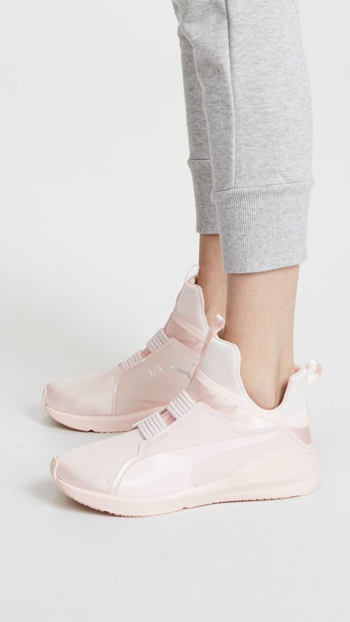 женская обувь весна лето: розовые высокие кроссовки