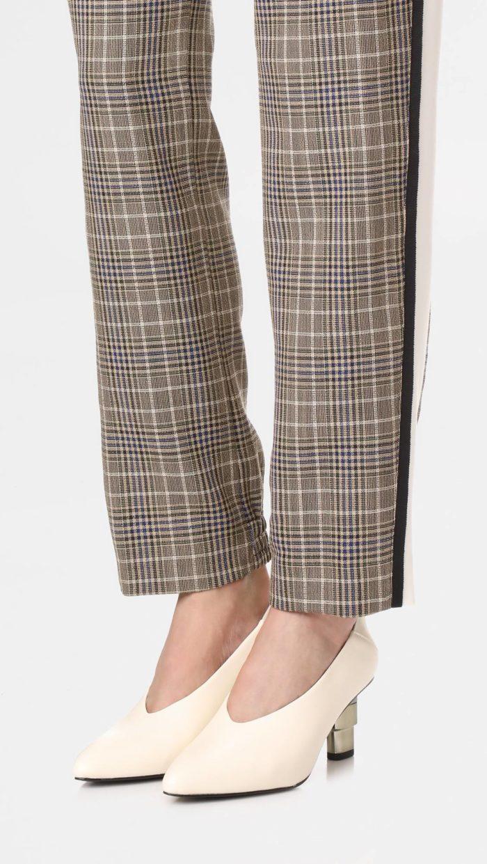 женская обувь весна лето: белые туфли на каблуке-рюмке
