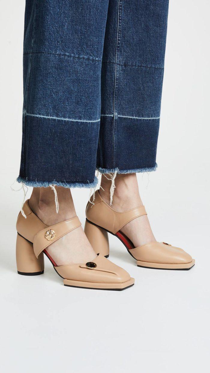женская обувь весна лето: бежевые туфли на толстых каблуках