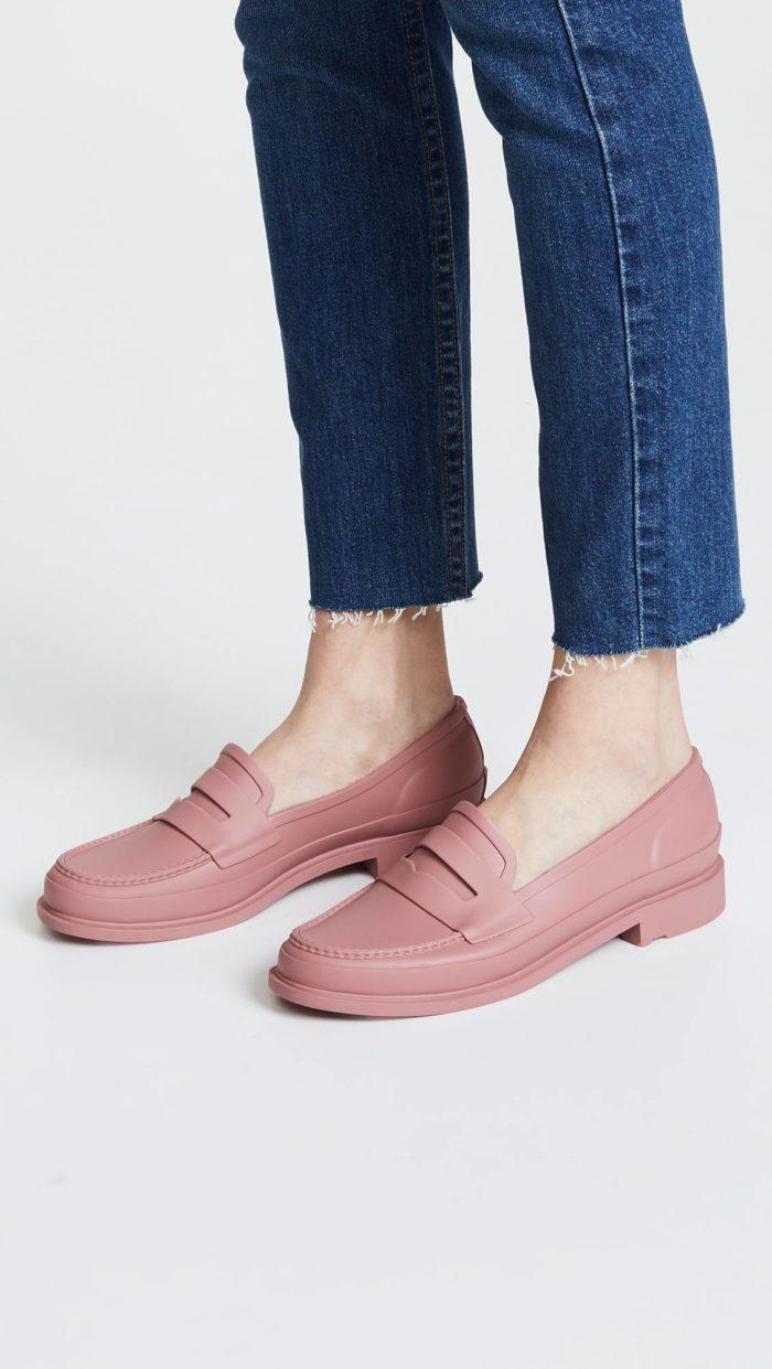модная женская обувь весна лето: розовые лоферы