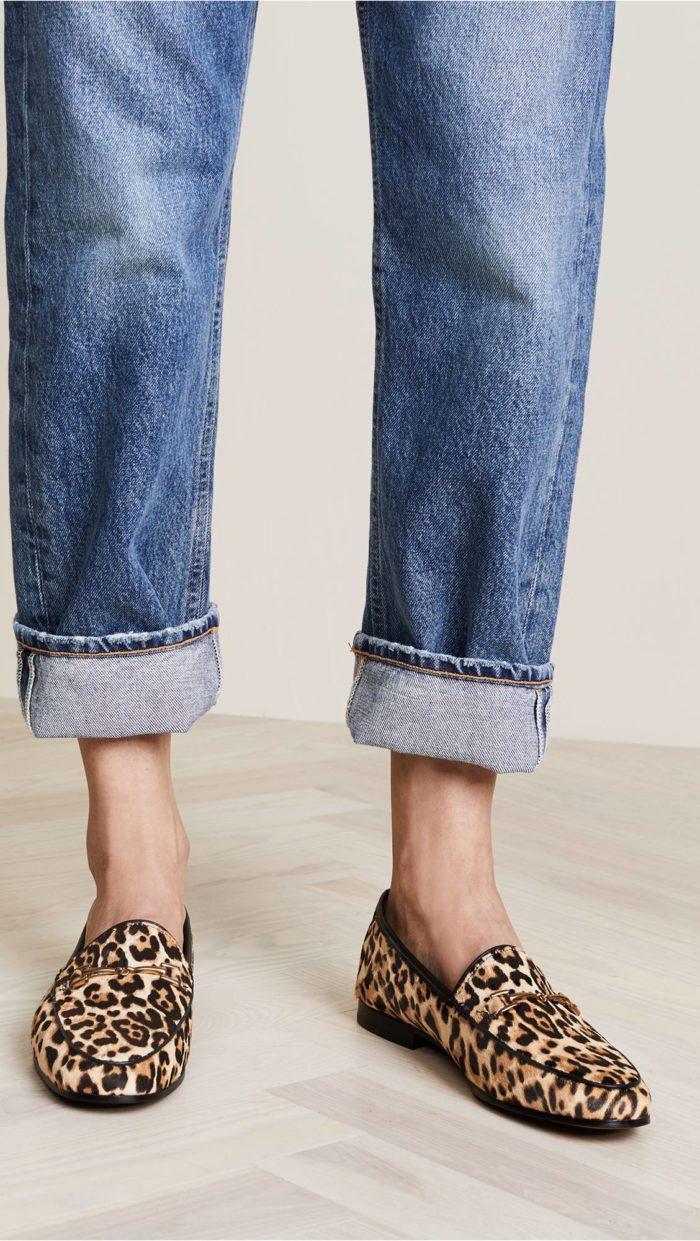 модная женская обувь весна лето: лоферы с принтом