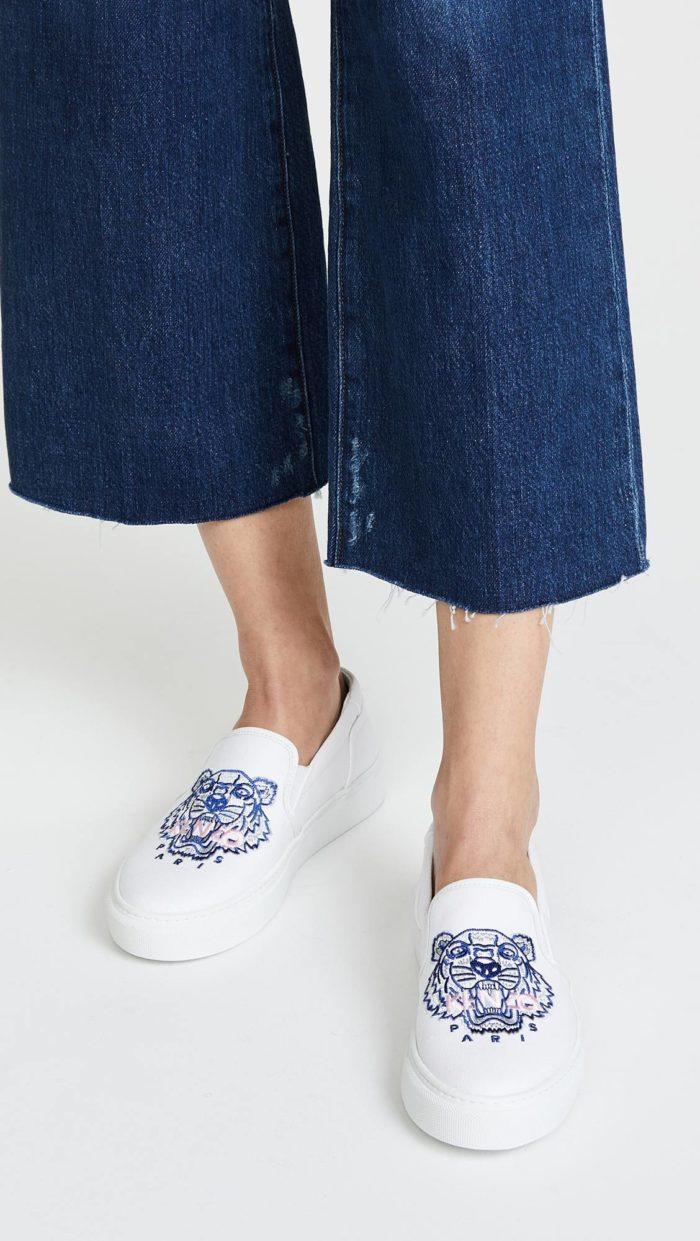женская обувь весна лето: белые слипоны с изображением