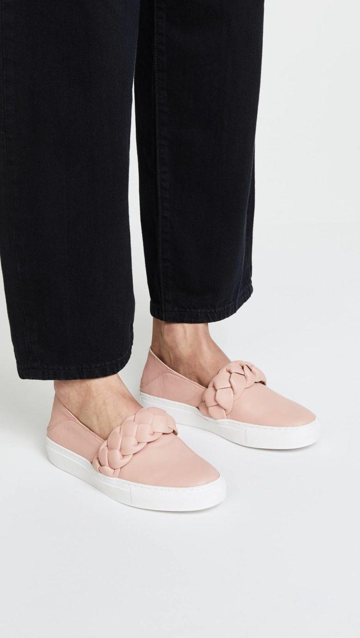 женская обувь весна лето: розовые слипоны с декором