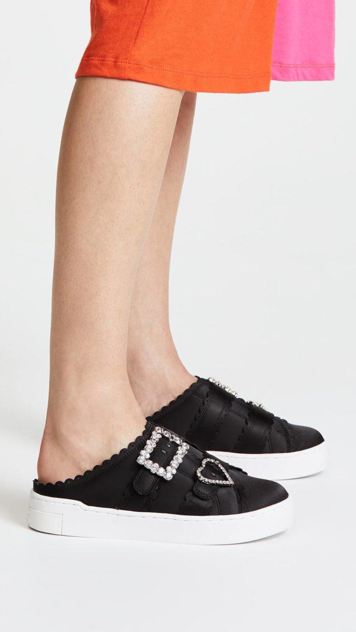 модная обувь весна 2021: черные кеды без задника