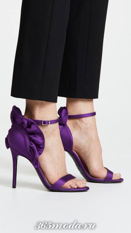 фиолетовые сандалии на шпильках