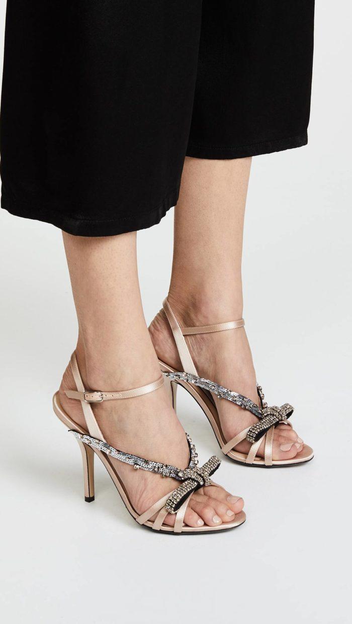 сандалии на шпильках с бантами
