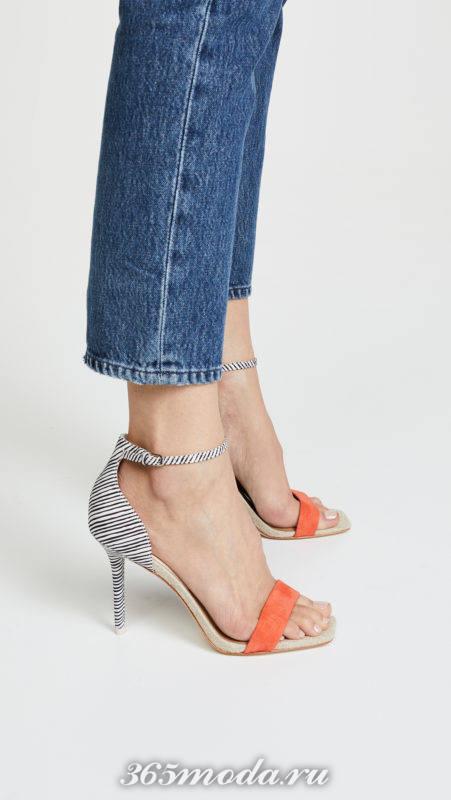 двухцветные сандалии на шпильках