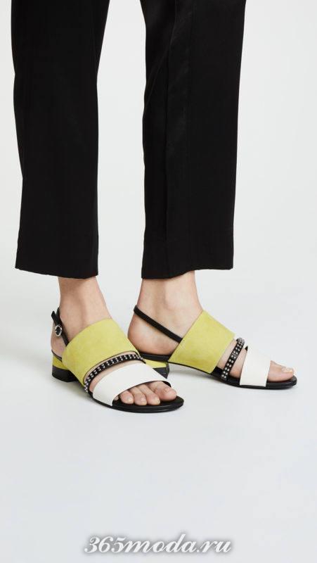 сандалии колорблок на низком ходу