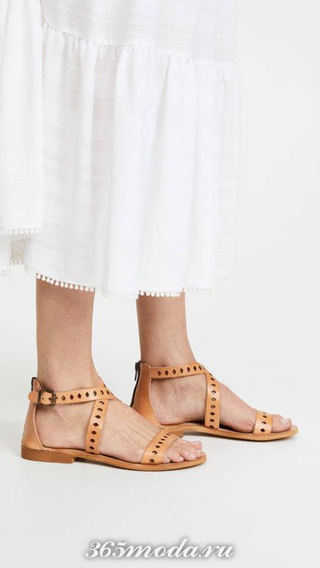 коричневые сандалии на низком ходу