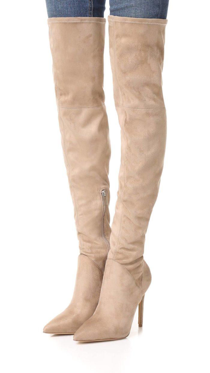 модная женская обувь весна лето: бежевые ботфорты на шпильках