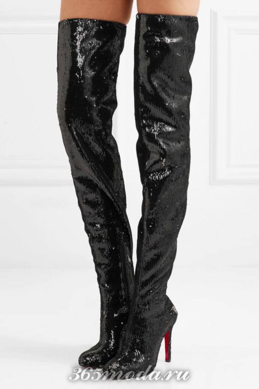 блестящие черные ботфорты на шпильках
