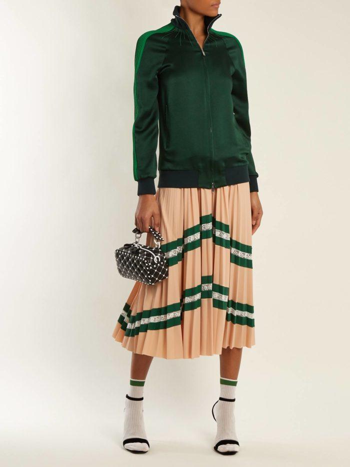 зеленая кофта на молнии и юбка плиссе