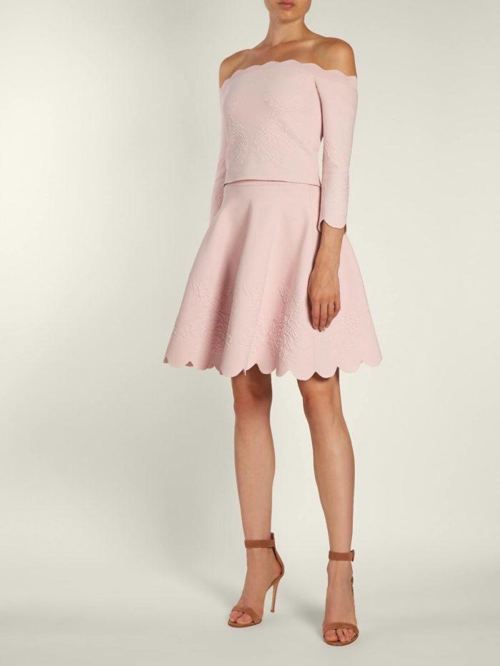 юбочный розовый костюм