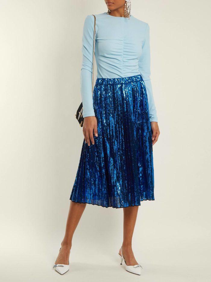 синяя юбка плиссе и голубая блуза