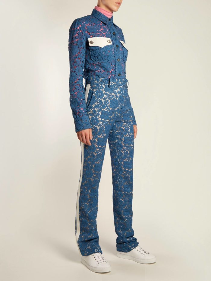 синий кружевной брючный костюм