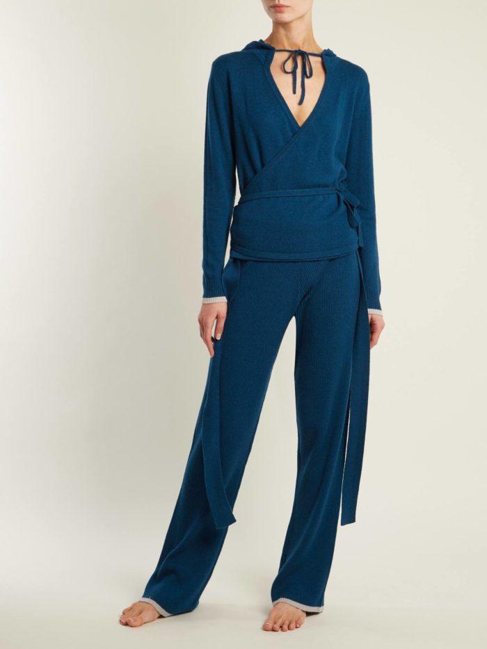 трикотажный синий брючный костюм