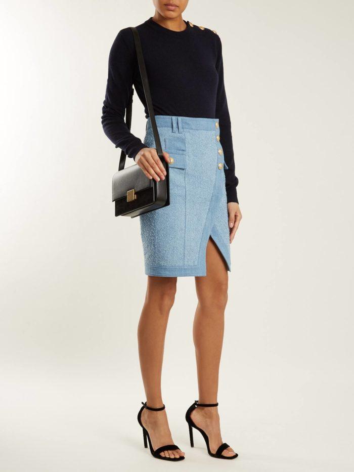 голубая асимметричная юбка и синяя кофта