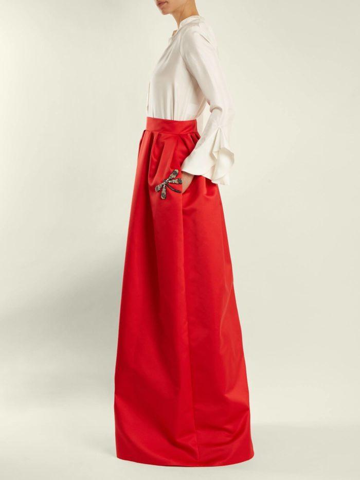 красная макси юбка с белой блузкой