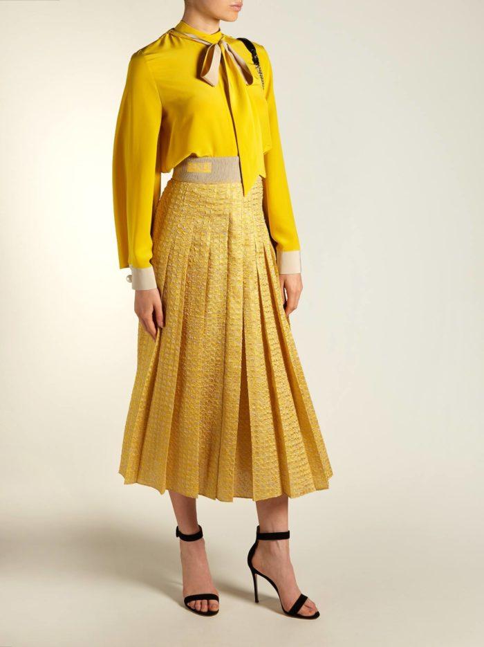юбка плиссе и желтая блуза