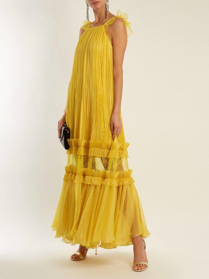 желтое гофрированное макси платье с прозрачной вставкой