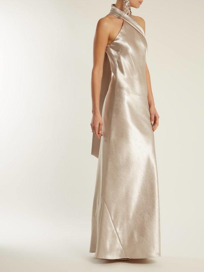 шелковое макси платье с открытыми плечами