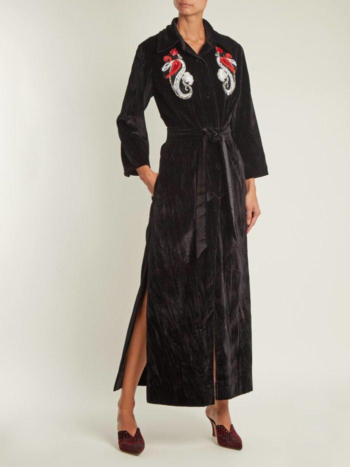 черное макси платье с вышивкой и поясом