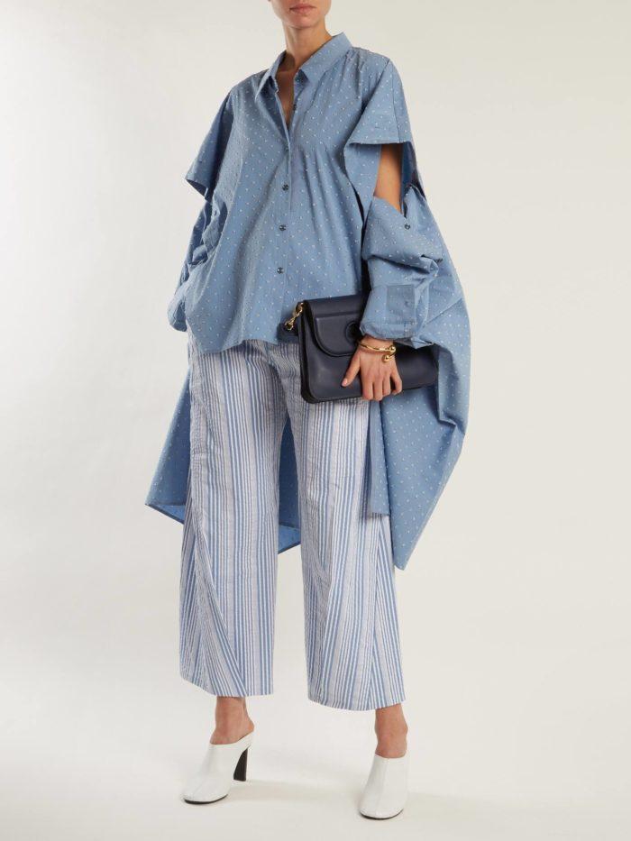 асимметричная блуза оверсайз и укороченные брюки