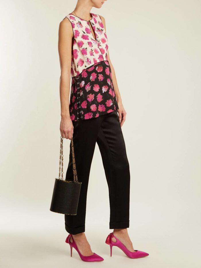 блузка с принтом и укороченные брюки