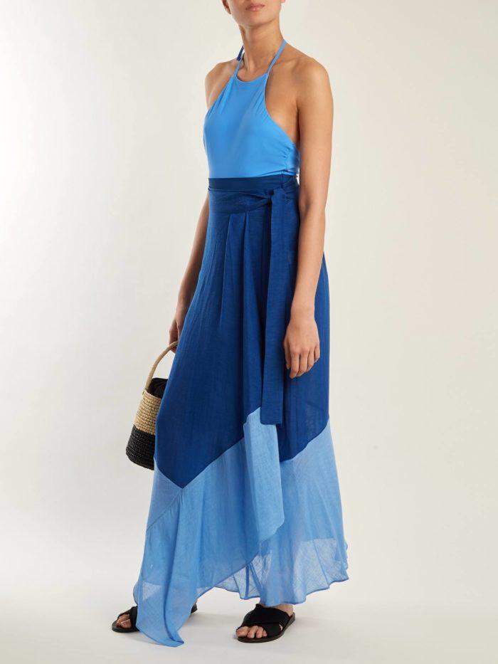 асимметричная юбка макси и голубой топ