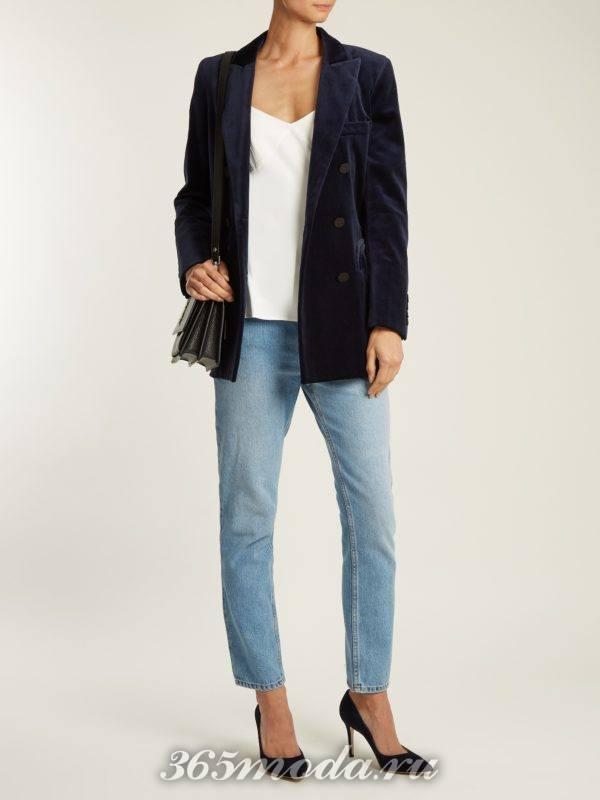 вельветовый пиджак и голубые джинсы