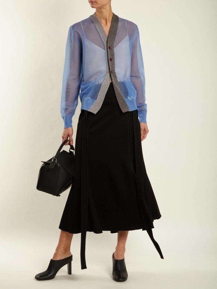 черная юбка годе и прозрачная блуза