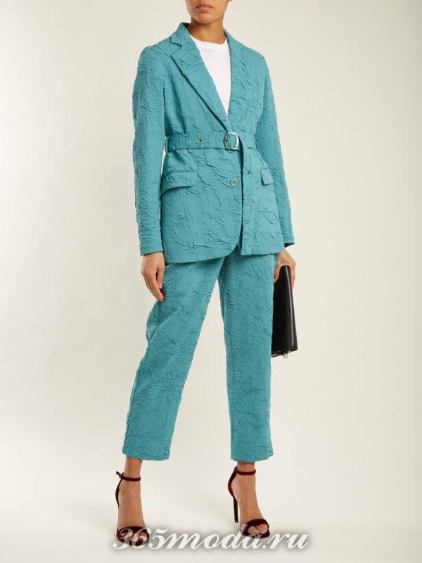 бирюзовый костюм с укороченными брюками и поясом