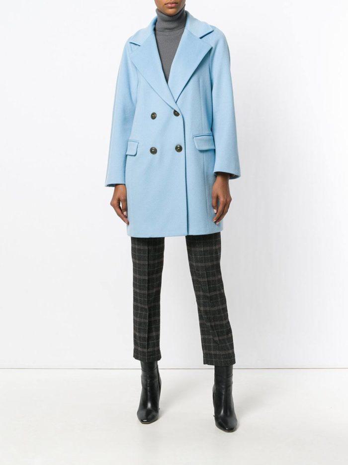 голубой пиджак и укороченные брюки