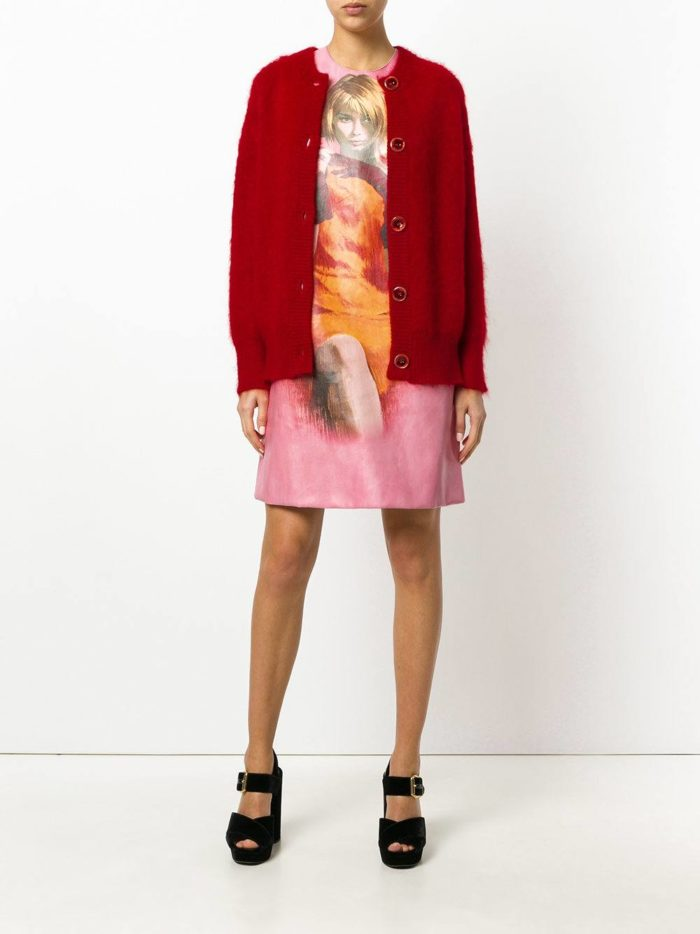 Модные цвета осень-зима 2019-2020: платье с изображением и красный кардиган