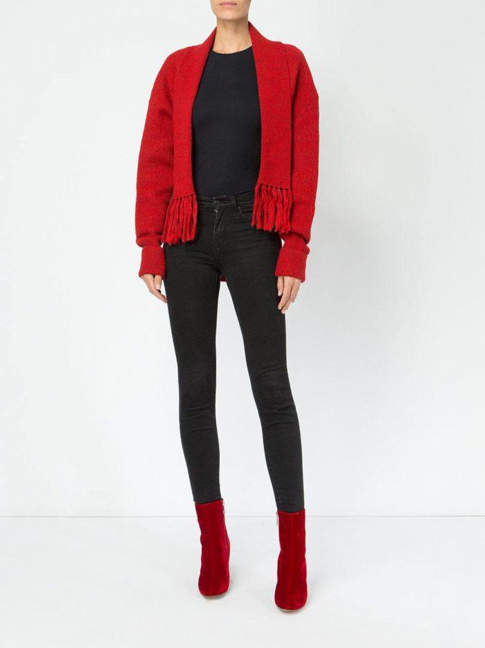 Модные цвета осень-зима 2019-2020: кардиган с бахромой и джинсы скинни
