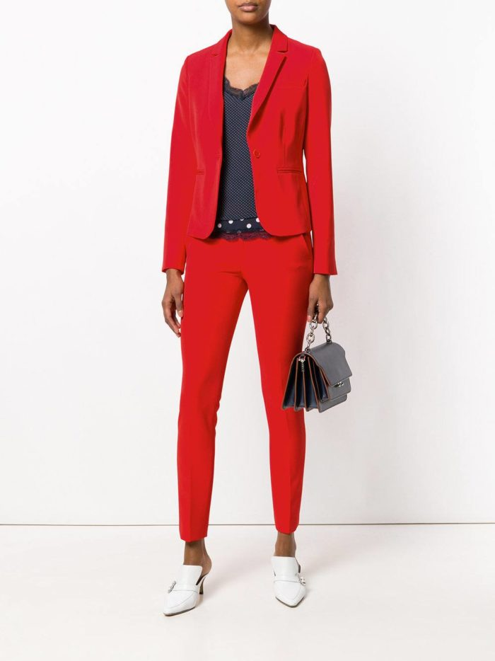 Модные цвета осень-зима 2019-2020: красный брючный костюм