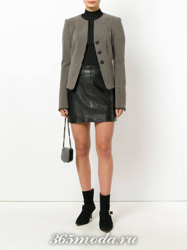 кожаная мини юбка и пиджак с принтом