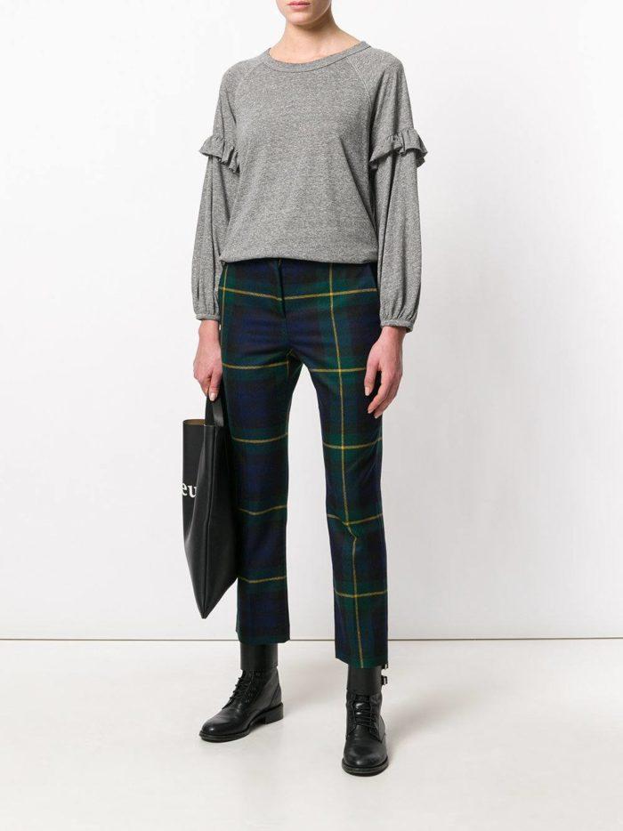 Модные цвета осень-зима 2019-2020: кардиган с оборками и брюки в клетку