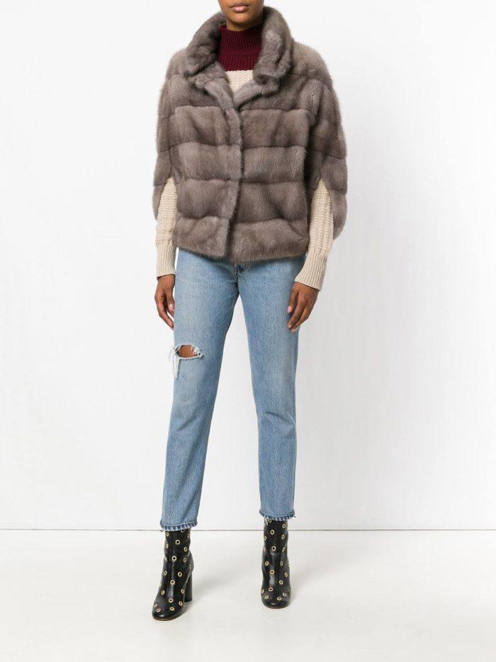 Модные цвета осень-зима 2019-2020: меховой кейп и прямые джинсы