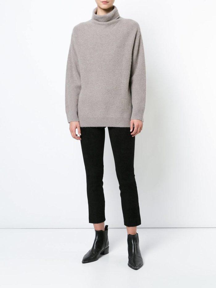 Модные цвета осень-зима 2019-2020: укороченные брюки и свитер