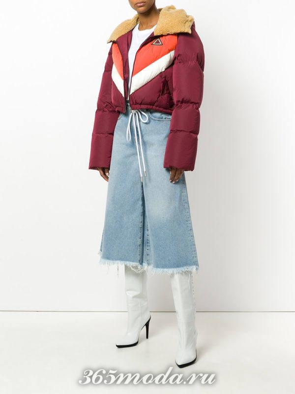 укороченная куртка и джинсы кюлоты
